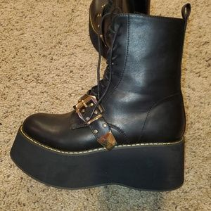 BRAND NEW Platform boots